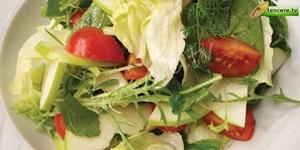 Yeşil Elmalı Kırma Salata