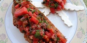 Yaz Salatalı Tam Buğday Ekmeği