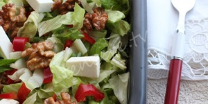 Kızarmış Cevizli Marul Salatası