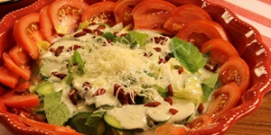 Sarımsak Soslu Taze Salata